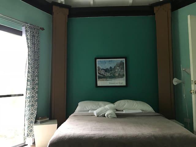 Family Suite C - bedroom 1