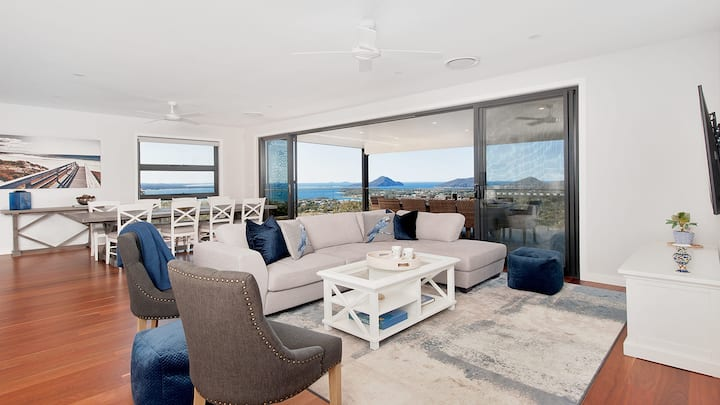 Hilltop Hideaway - Breathtaking views, moments to beach!