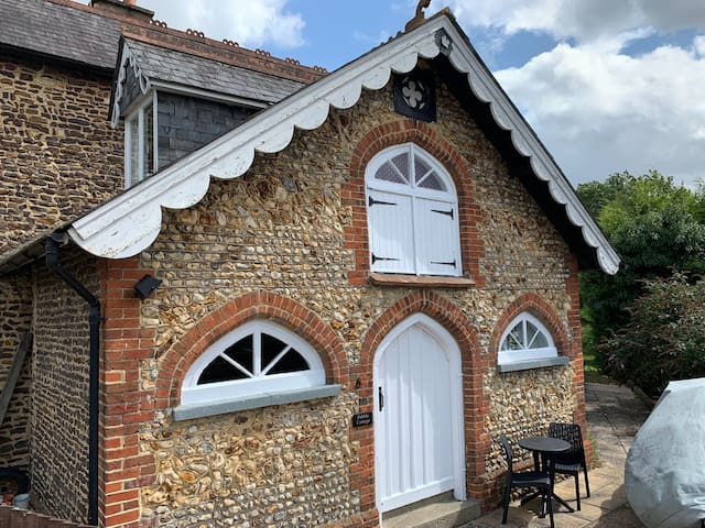 Pebble Cottage, great location, self contained