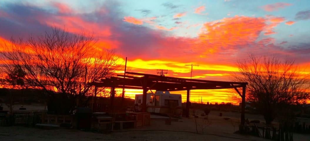 Mojave Desert Glamping - Newberry Springs - Wohnwagen/Wohnmobil