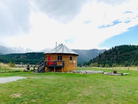 ⭐ Northern Montana Yurt/ free WiFi & breakfast ⭐