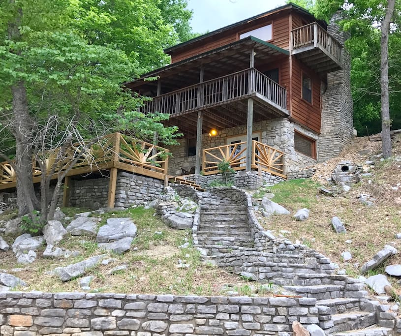 Our cabin on the creek allows you to enjoy all the outdoor adventures for which Mountain View is famous, without sacrificing the amenities of home.