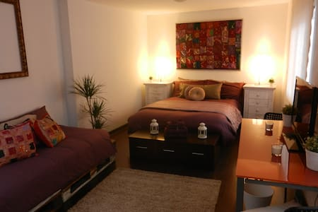 Huge room w/PRIVATE ROOFTOP TERRACE *city centre!* - Malaga - Appartement