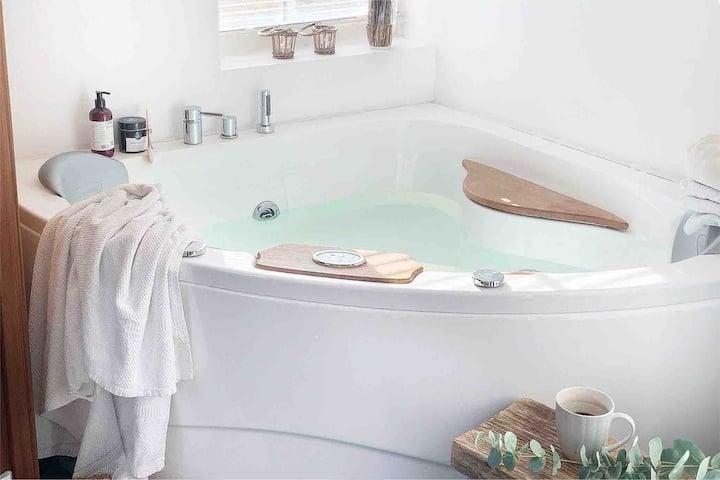 Fantastisk fritidshus med spa, sauna og havudsigt