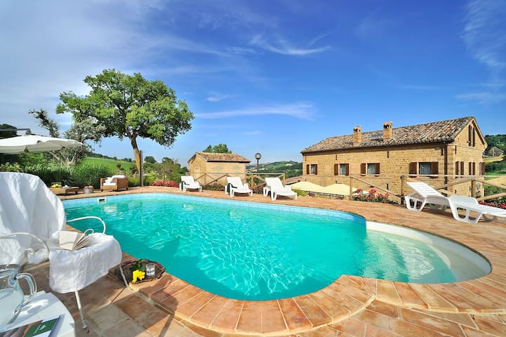 Circe wondeful villa with pool - San Ginesio - 獨棟