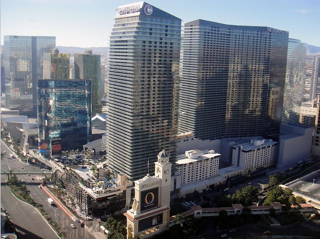 ON THE STRIP! | 1 Bdrm Penthouse by One Fine Flat