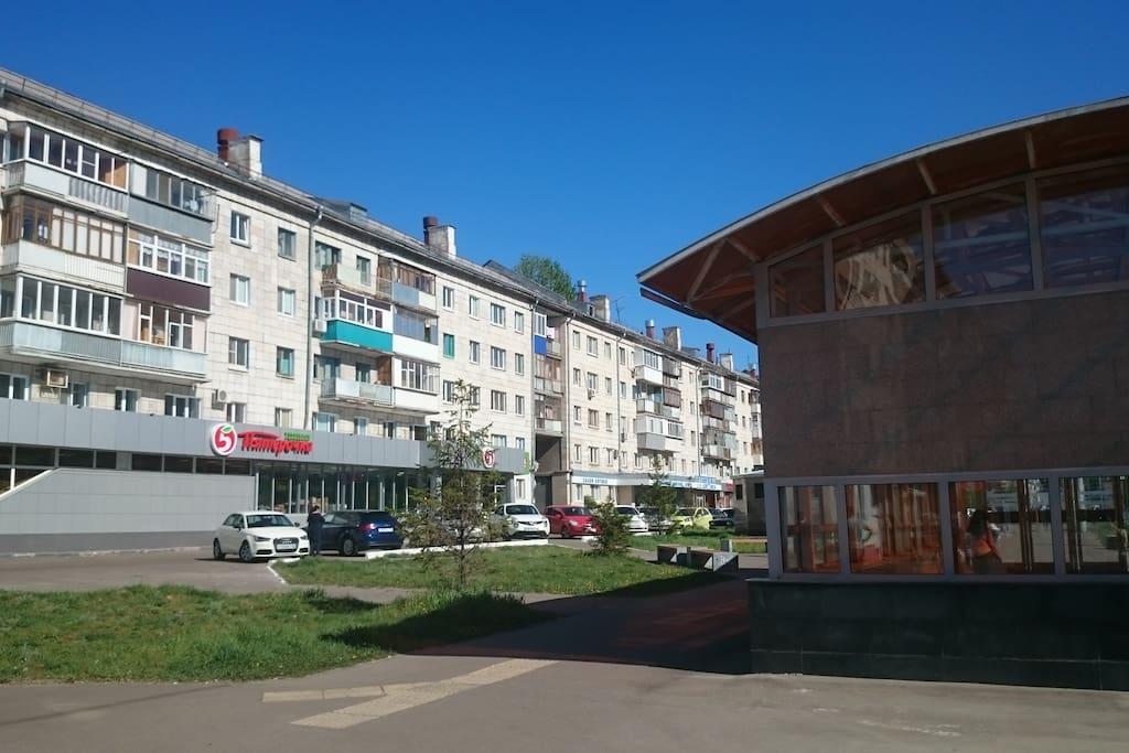 Дом рядом с метро