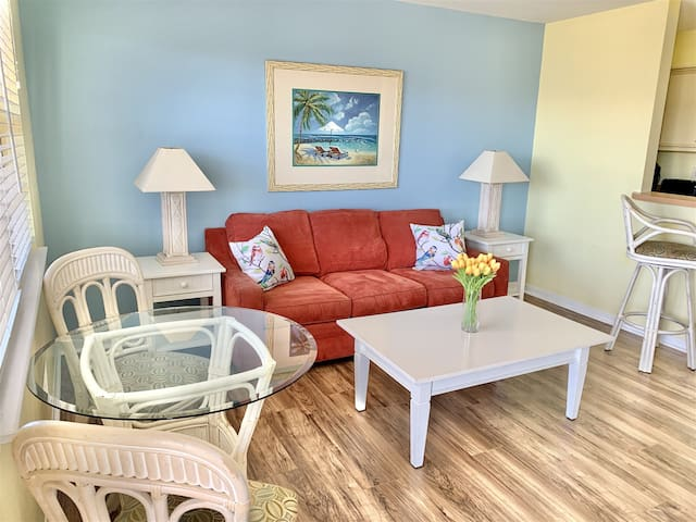 New to Airbnb! Sandy Pointe 109! VALUE & 5 min walk to the beach!
