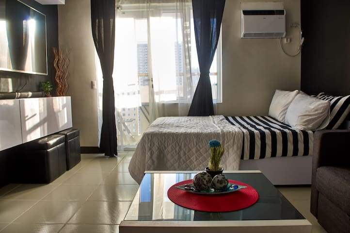 Cozy Studio in Greenfield Dist. across EDSA Shang
