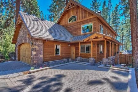 Lake Tahoe custom home w/Lake views & private hot tub