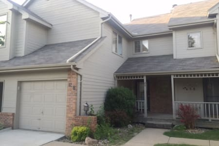 2 Bedroom/1.5 Bath Townhome w/2 Flat Screen TVs, Bowflex Machine, Washer/Dryer, Fireplace, Deck, Stove, Dishwasher, Garage & 2 spacious beds. Easy access to I-235 & I-80, Valley West & Jordan Creek shopping centers, Restaurants, Walking/Bike Trails.