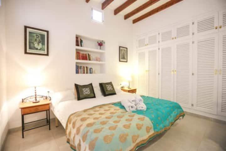 Private en-suite room in a bohemian villa
