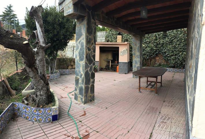 Casa con jardín en Viver, Castellón (Av/Mariané 1)
