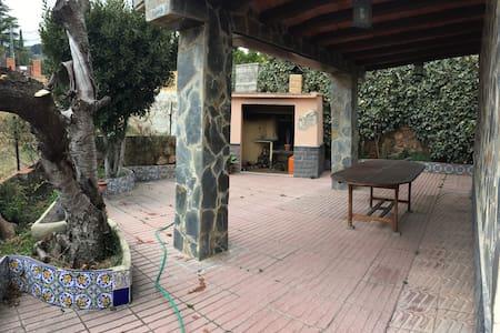 Casa con jardín en Viver, Castellón (Av/Mariané 1) - Viver - House
