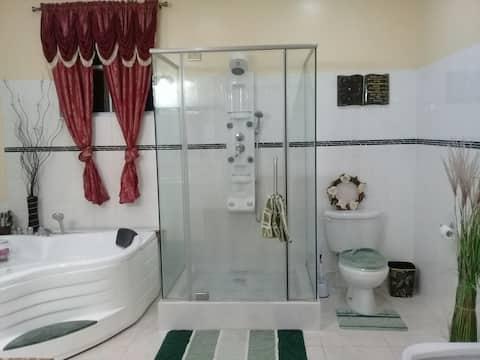 ROYAL ESCAPE #2- Jacuzzi, Pool & Sheer Luxury