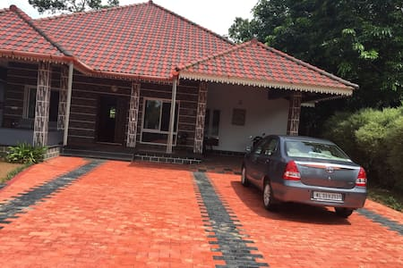 Private bungalow with  3 bed rooms - Kottayam - (ukendt)