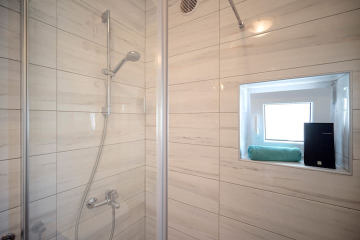Walk-in shower. Shower gel and shampoo are our standard offer.