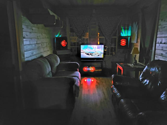 Weekly stays/ Gainesville/ Jefferson/ Gated/ River