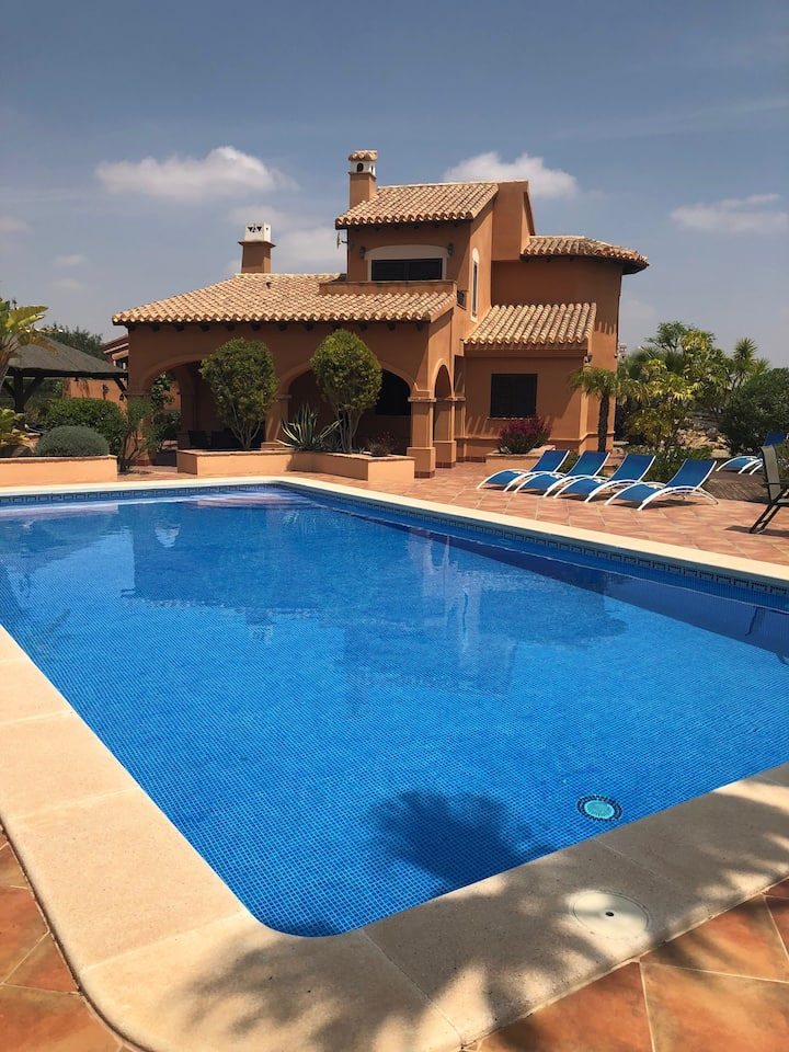 Great Family Villa with huge garden & private pool