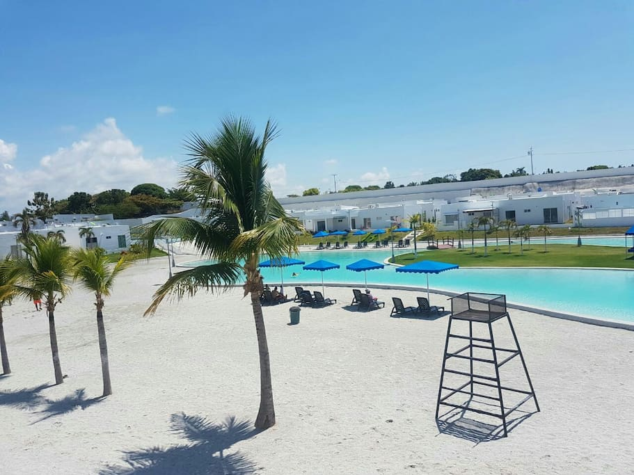 Casa piscina tipo playa ibiza beach residences houses for rent in r o hato provincia de - Piscinas tipo playa ...