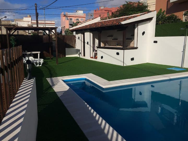 """Holiday Home """"Casa Los Mansino"""" with Sea View, Mountain View, Wi-Fi, Garden & Pool; Parking Available"""