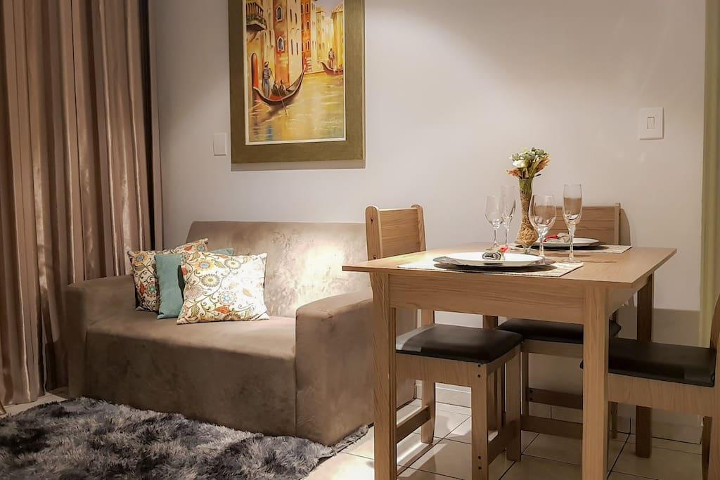 Apto com Sala com sofá-cama 2 lugares, mais confortável para crianças