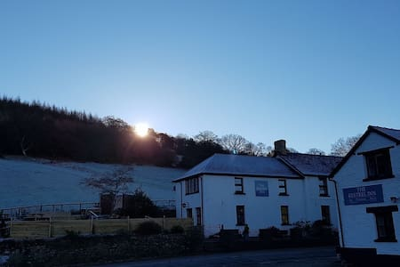 Twin en-suite & mountain views - Cwmdu - Penzion (B&B)