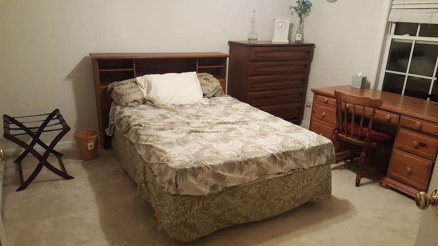 Comfortable bedroom close to downtown High Point!