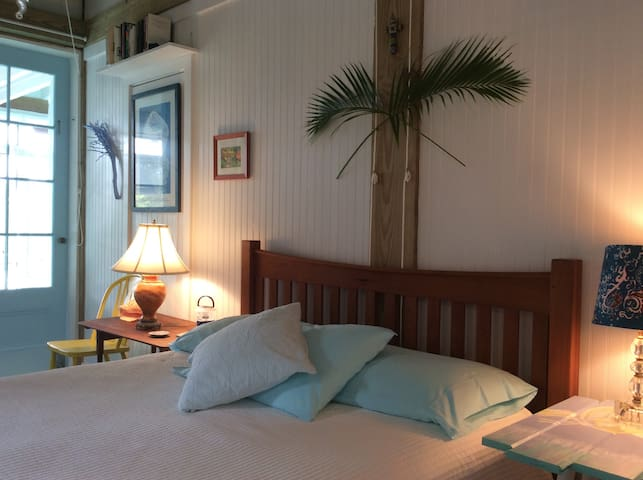 PRIVATE BED & BATH with DOCK/Walk to Beach & Town