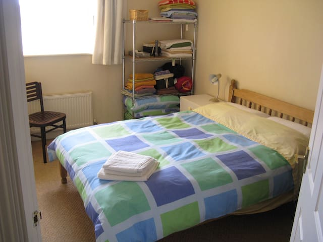 Cosy apartment 2 miles from town centre