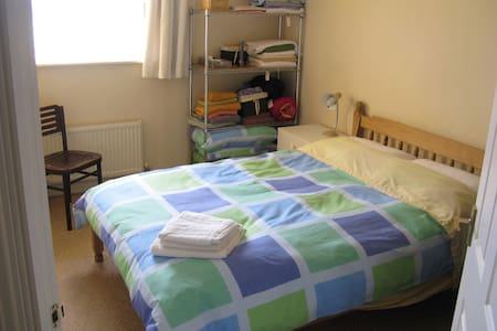 Cosy apartment 2 miles from town centre - Cheltenham
