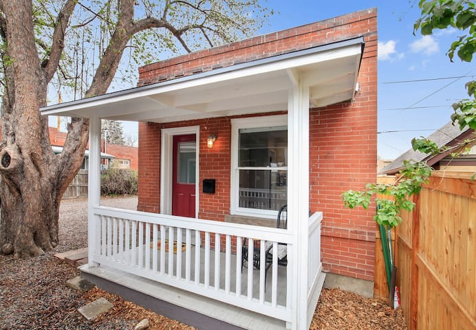 ★ Gorgeous Remodeled Hideaway in Prime Location ★