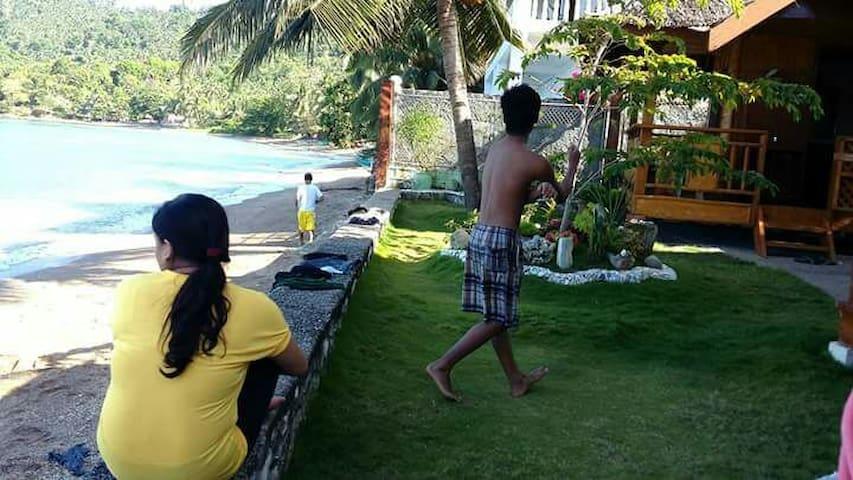 Beach front Kubo/Nipa Hut room - Puerto Galera - Wikt i opierunek