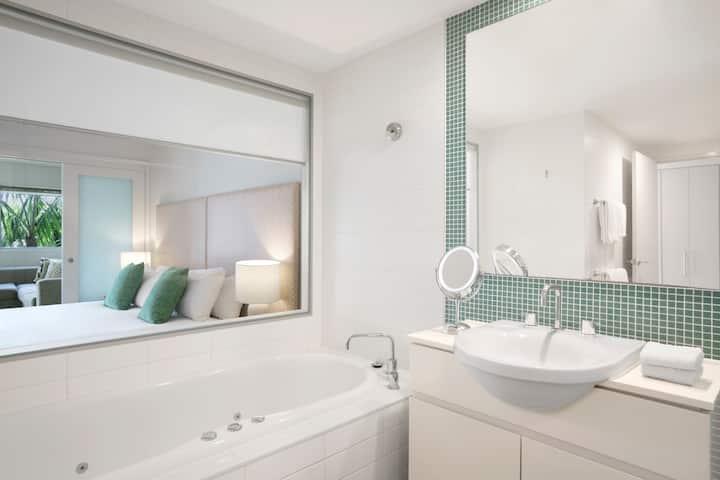 Salt Resort - 1 Bedroom Apartment -Wi-Fi included!