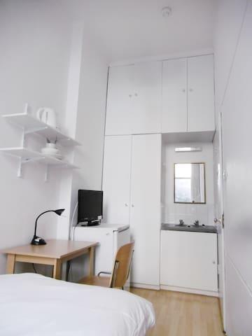 Cozy single room West Kensington 4