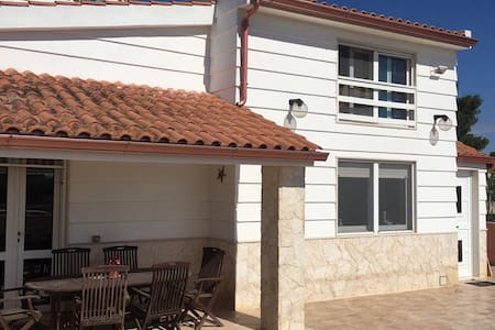 Villa 1,5km from Beach-Private floor w/Bathroom