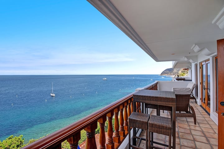 Luxurious Villa on Bluff's Edge, 6 Steps, Private Balcony, **VIEWS** - Hamilton Cove Villa 11-51