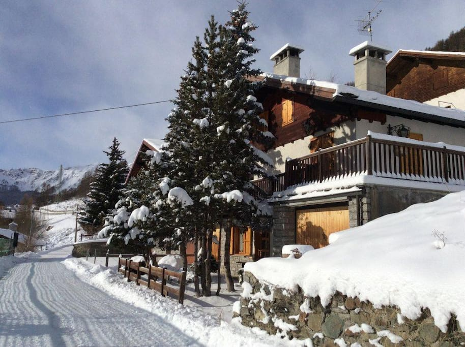 Chalet alice chalet in affitto a pallenc valle d 39 aosta for Piani chalet sci
