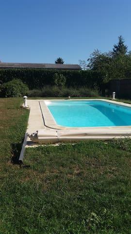 Maison de charme-piscine et jardin - Pigny - Huis