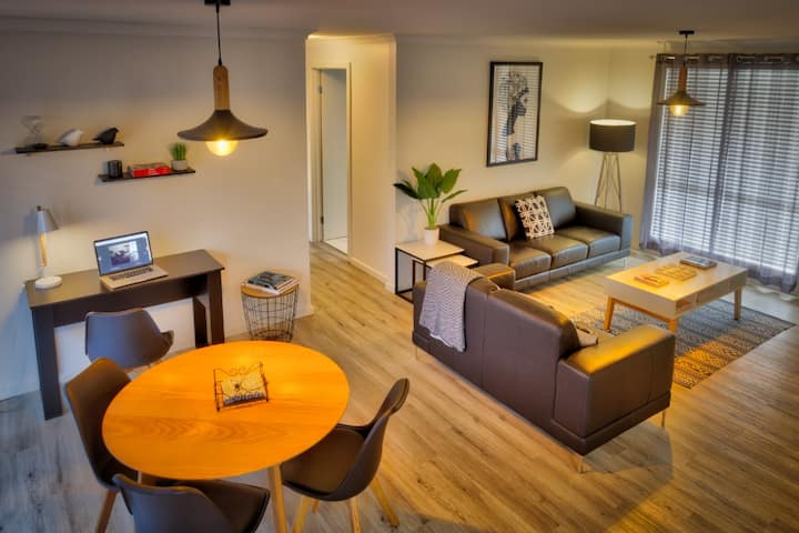 NEW! 1 OR 2 Bedroom Stylish Unit - Breakfast