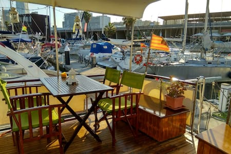 Dormir en  Magic Boat Barcelona - Sant Adrià de Besòs