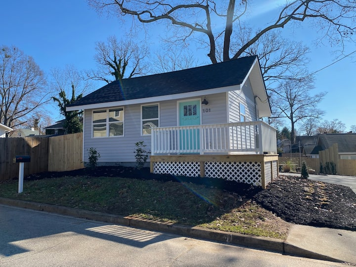Charming 1 BR Bungalow off Augusta St