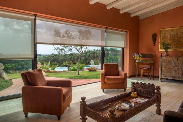Elegante Villa con giardino e piscina privati