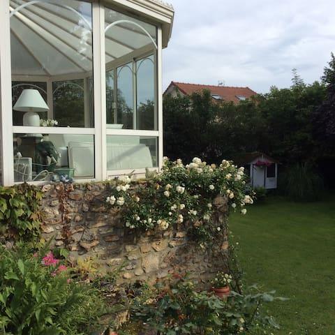 Maison familiale dans grand jardin chambre 2 - Bessancourt - Hus