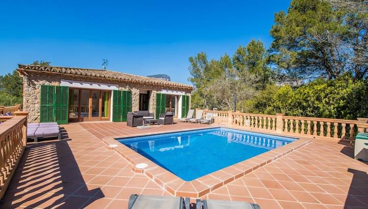 Prachtige villa met zwembad in rustige omgeving