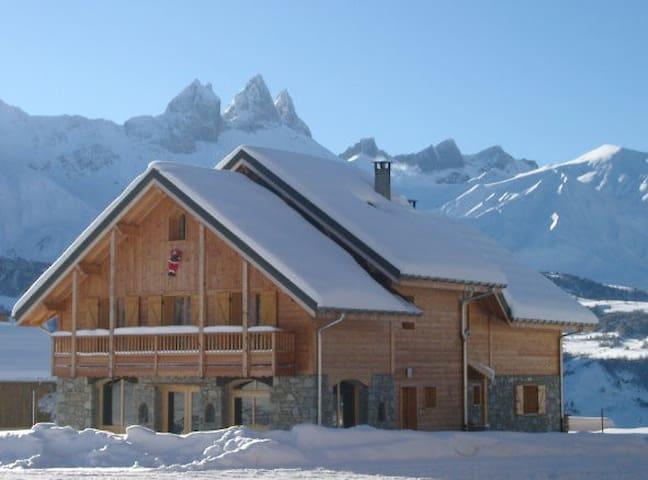 Appartement dans chalet au pied des pistes de ski