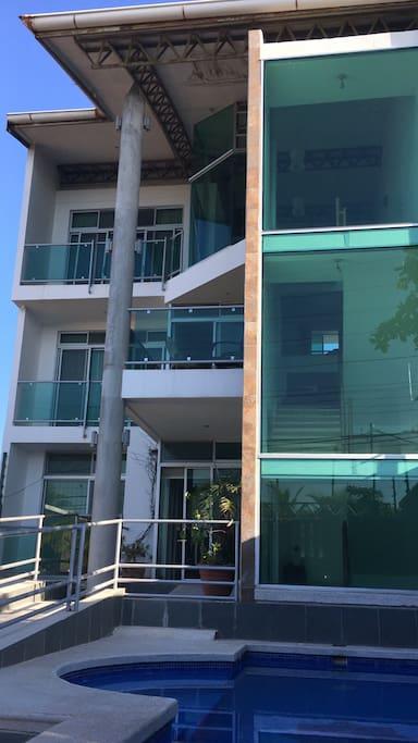 vista frontal del edificio