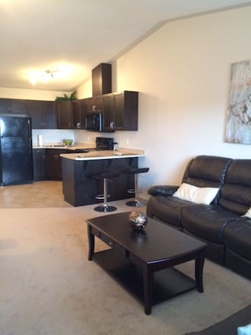 Top Floor Executive One Bedroom - Edmonton - Apartmen