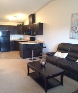 Top Floor Executive One Bedroom - Edmonton - Apartamento
