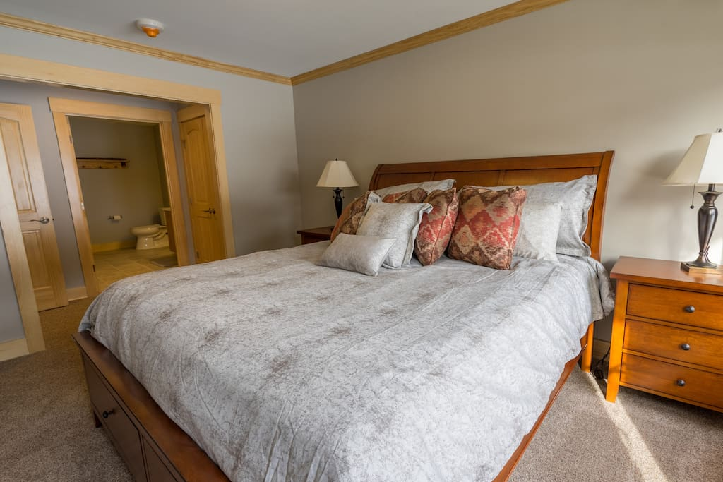 Master Bedroom with Queen bed and private bath.